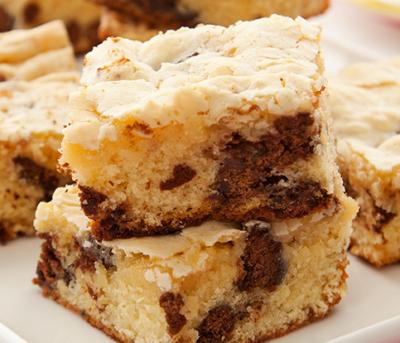Brownie de Chocolate Branco e Chips de Tortinha Adria