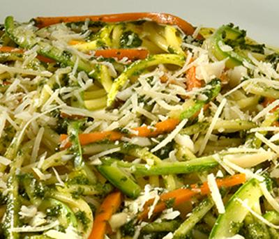 Spaghetti ao Pesto de Manjericão com Legumes Sauté Grano Duro Adria