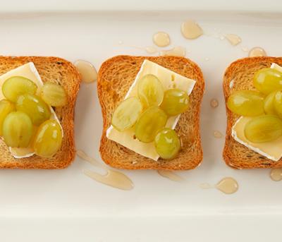 Tapas de Brie e Uvas